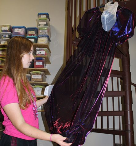 Helping Stagehands: Students Dedicate Time to The Little Mermaid Performances