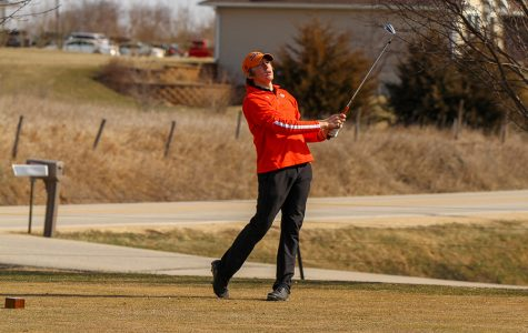 Larson Qualifies for State Golf