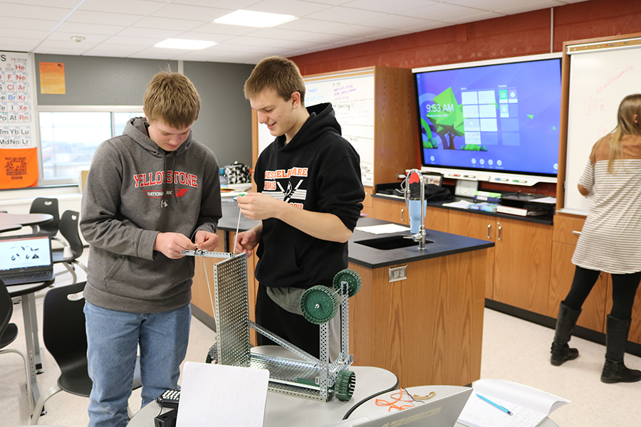 Juniors Ben Moorman and Brandon Buelow test the different mechanical advantages of simple machines in Principals of Engineering.