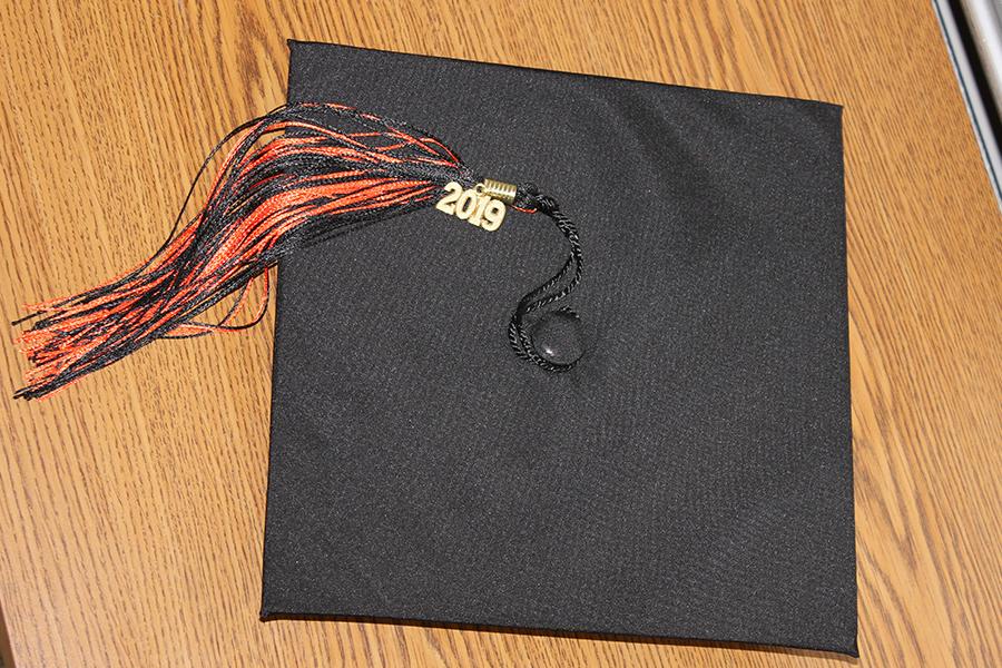 With three weeks left of high school, some seniors struggle with senioritis.