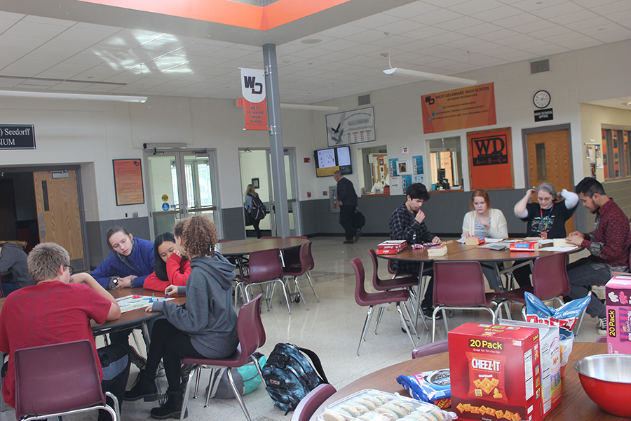 French Club members eat food and play games on October 18.