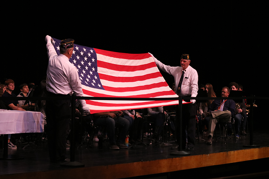 Veterans+from+the+American+Legion+begin+the+flag+folding+ceremony.++