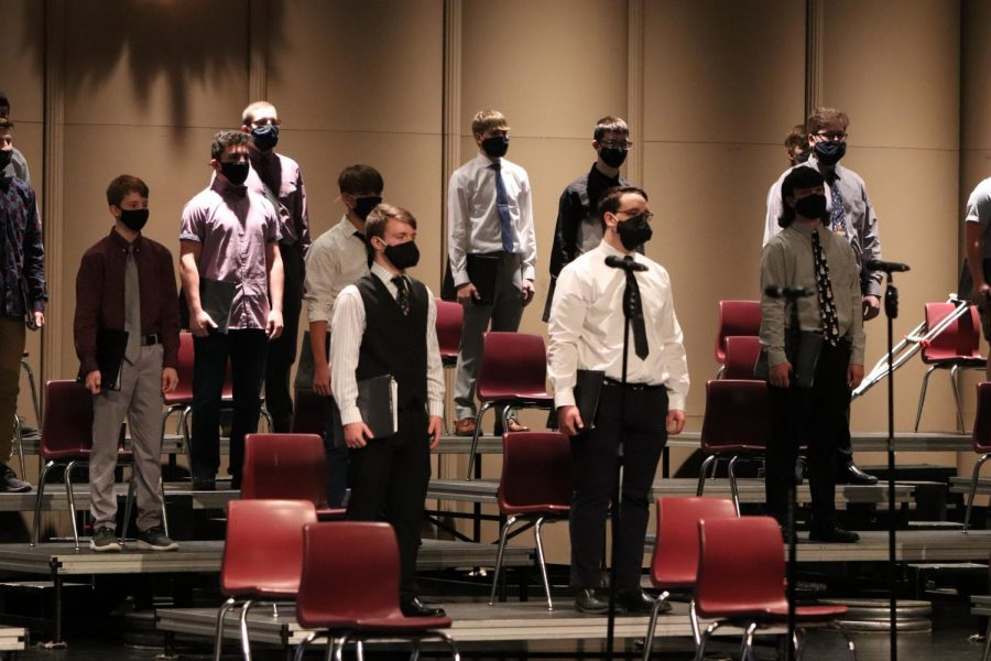 Bass+Clef+Choir+performs+their+song+%22Carol+of+the+Bells%22+during+the+concert+via+livestream.